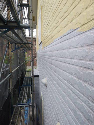 仙台市・盛岡市にて屋根・外壁塗装工事を行っております。東北ペイントです。滝沢市にて屋根・外壁塗装工事を行っております。今日は天気に恵まれ屋根・外壁塗装をするには最適な気候となりました。滝沢市にて外壁塗装を行なっている現場と同じく滝沢市にて屋根塗装を行なっている現場をご紹介致します。