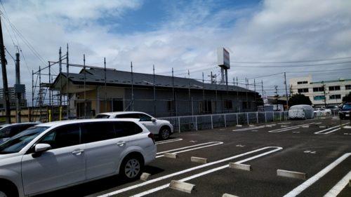 仙台市・盛岡市の屋根・外壁塗装専門店|東北ペイントです。仙台市にて屋根・外壁塗装工事が始まりました。初日の今日は、足場仮設作業を行っております。初日の今日は、足場仮設作業を行っております。こちらは、足場仮設作業を行っている様子です。 久々の青空が広がり作業をするには気持ちの良い天気になりました。